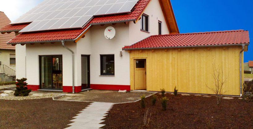 einfamilienhaus mit satteldach solarstromanlage in 97616 bad neustadt an der saale. Black Bedroom Furniture Sets. Home Design Ideas