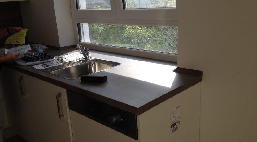 2015-08-27_Petersberg-Wohnung3_Küchenaufbau+Sockelleistenneumontage19