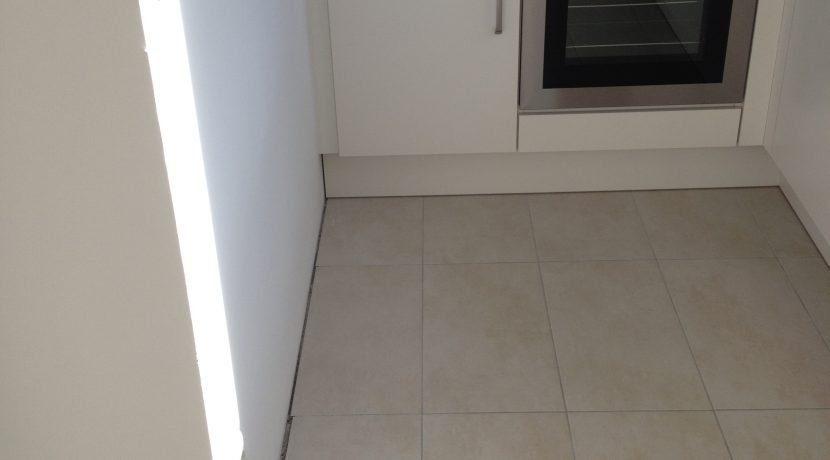 2015-08-27_Petersberg-Wohnung3_Küchenaufbau+Sockelleistenneumontage20