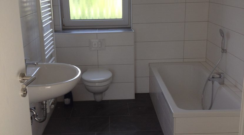2015-08-27_Petersberg-Wohnung3_Küchenaufbau+Sockelleistenneumontage7