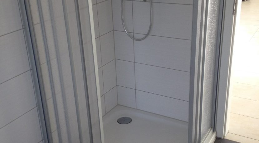 2015-08-27_Petersberg-Wohnung3_Küchenaufbau+Sockelleistenneumontage8