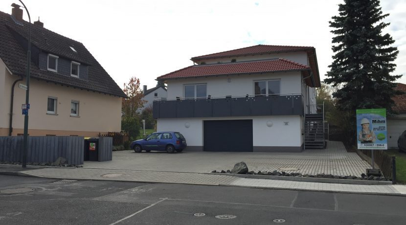 2017-11-03_Aussenanlagen-Mülltonnenpalisadenumrandung2