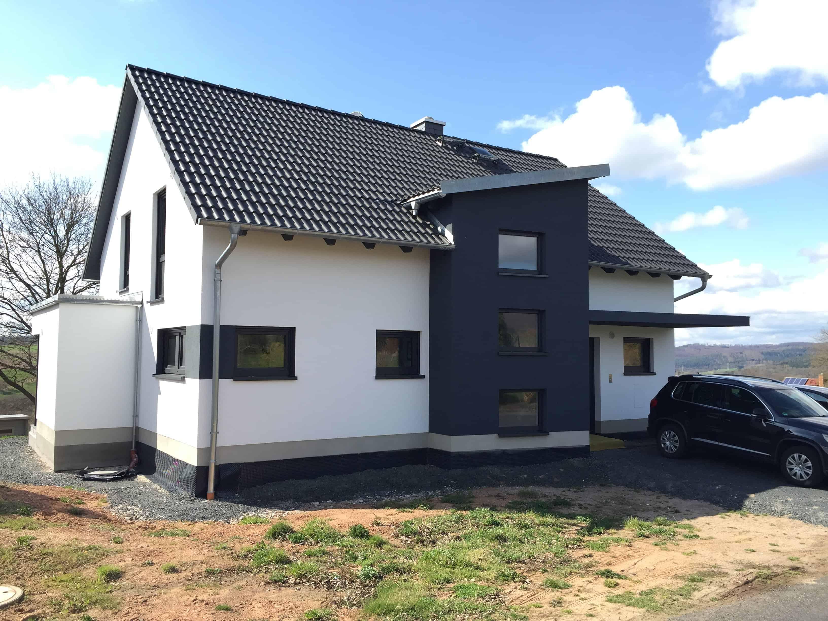 Modernes Satteldachhaus mit Pultdachquergiebel vorn+hinten