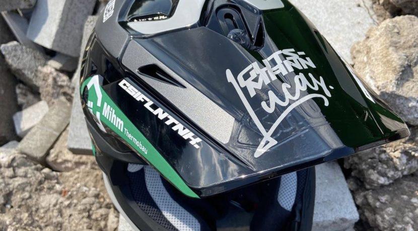 2020-08-12_Gutsmann,Lucas_MotoX-Helmbeklebung2a